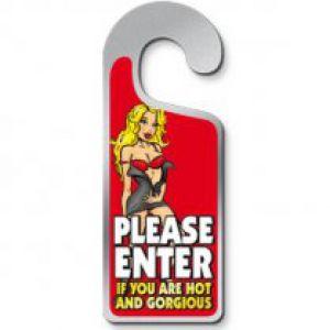 Deurhanger Please Enter