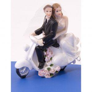 Taartdecoratie slepend bruidspaar